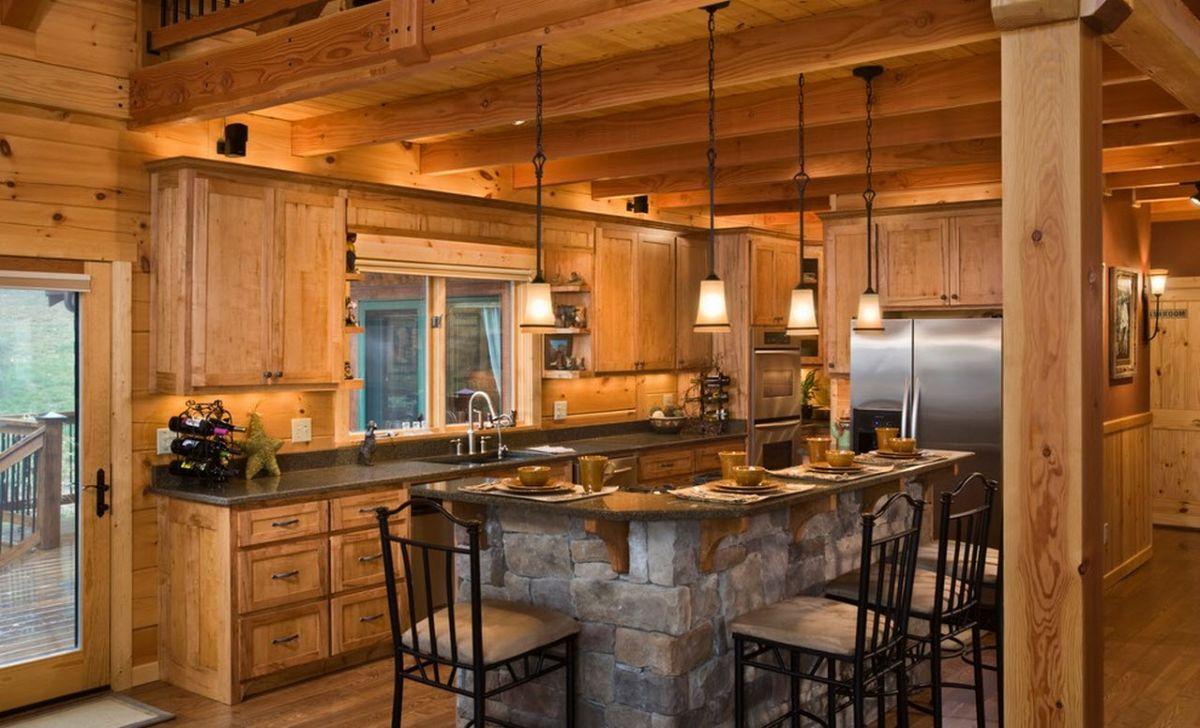 Как обставить кухню в деревянном доме