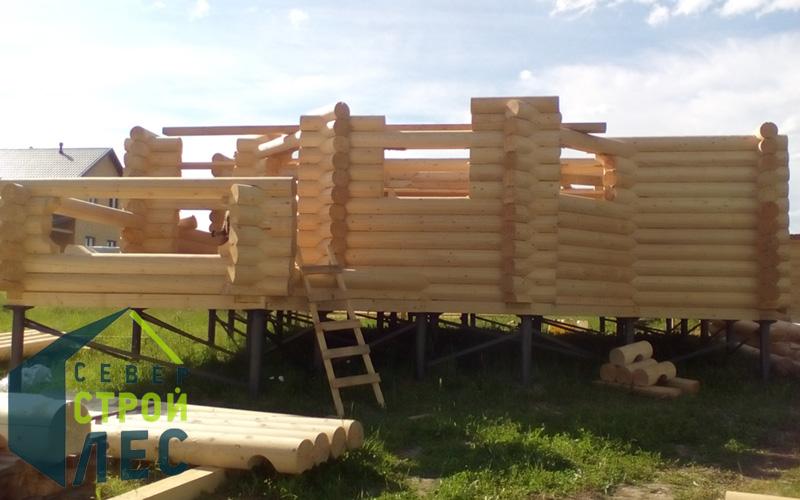 Сборка стен сруба дома