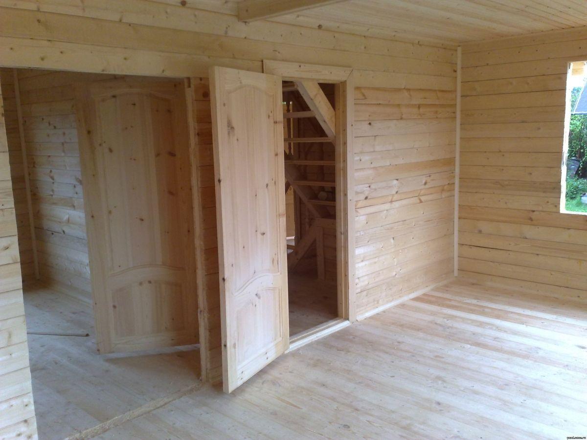 Дверной косяк в деревянном доме
