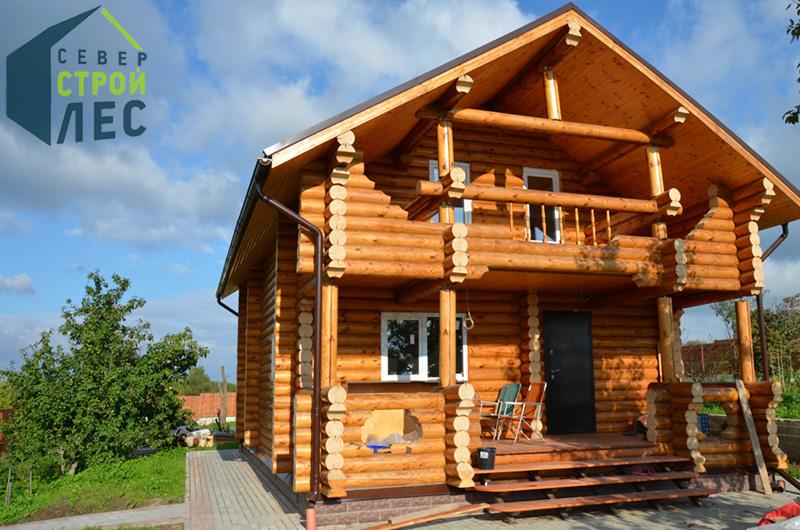 Крыльцо дома из оцилиндрованного бревна - 1