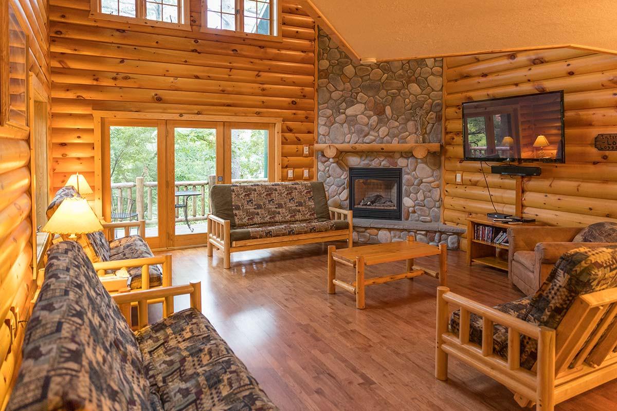 Отделка деревянного дома лаком