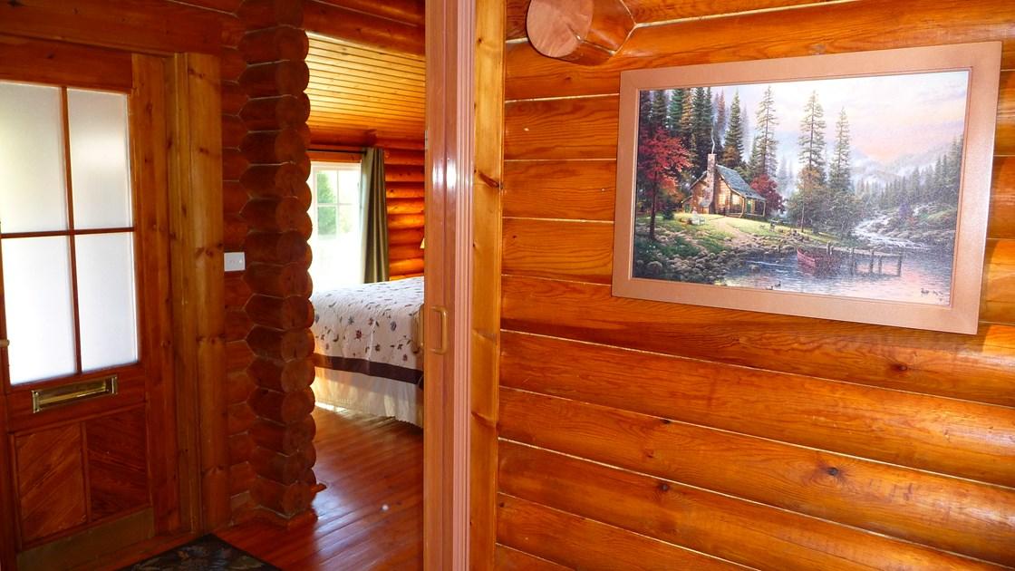 Отделка стен деревянного дома лаком