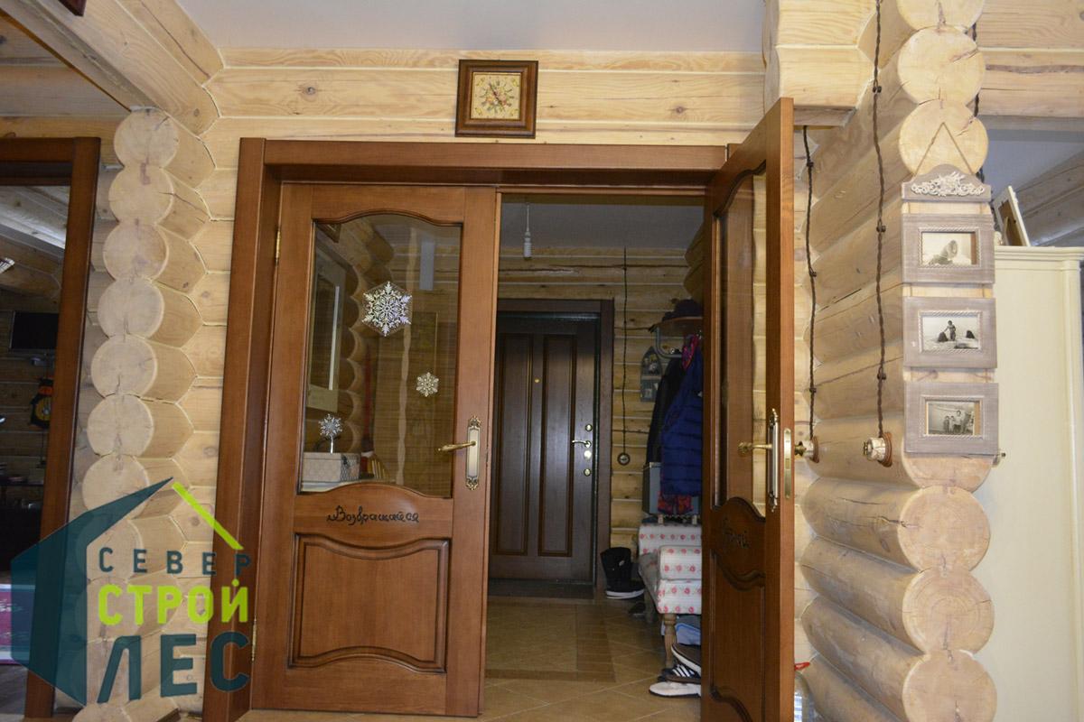 Межкомнатные двери в срубе дома