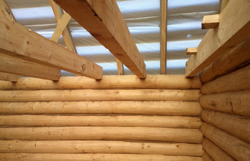Как сделать потолок в срубе бани