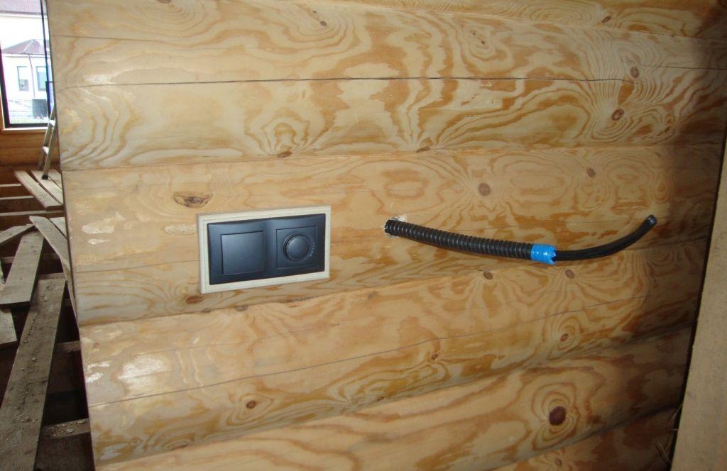 Выключатели в доме из бревна