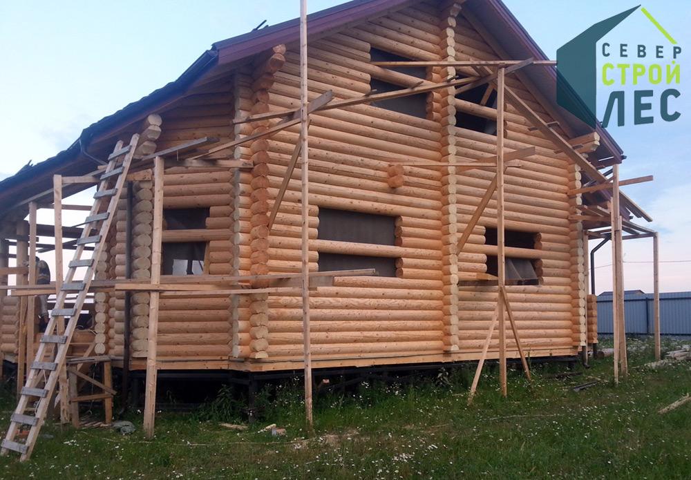 Готовый сруб дома после сборки