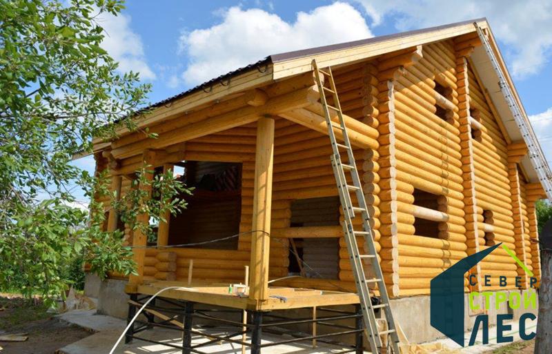 Строительство дома из оцилиндрованного бревна летом