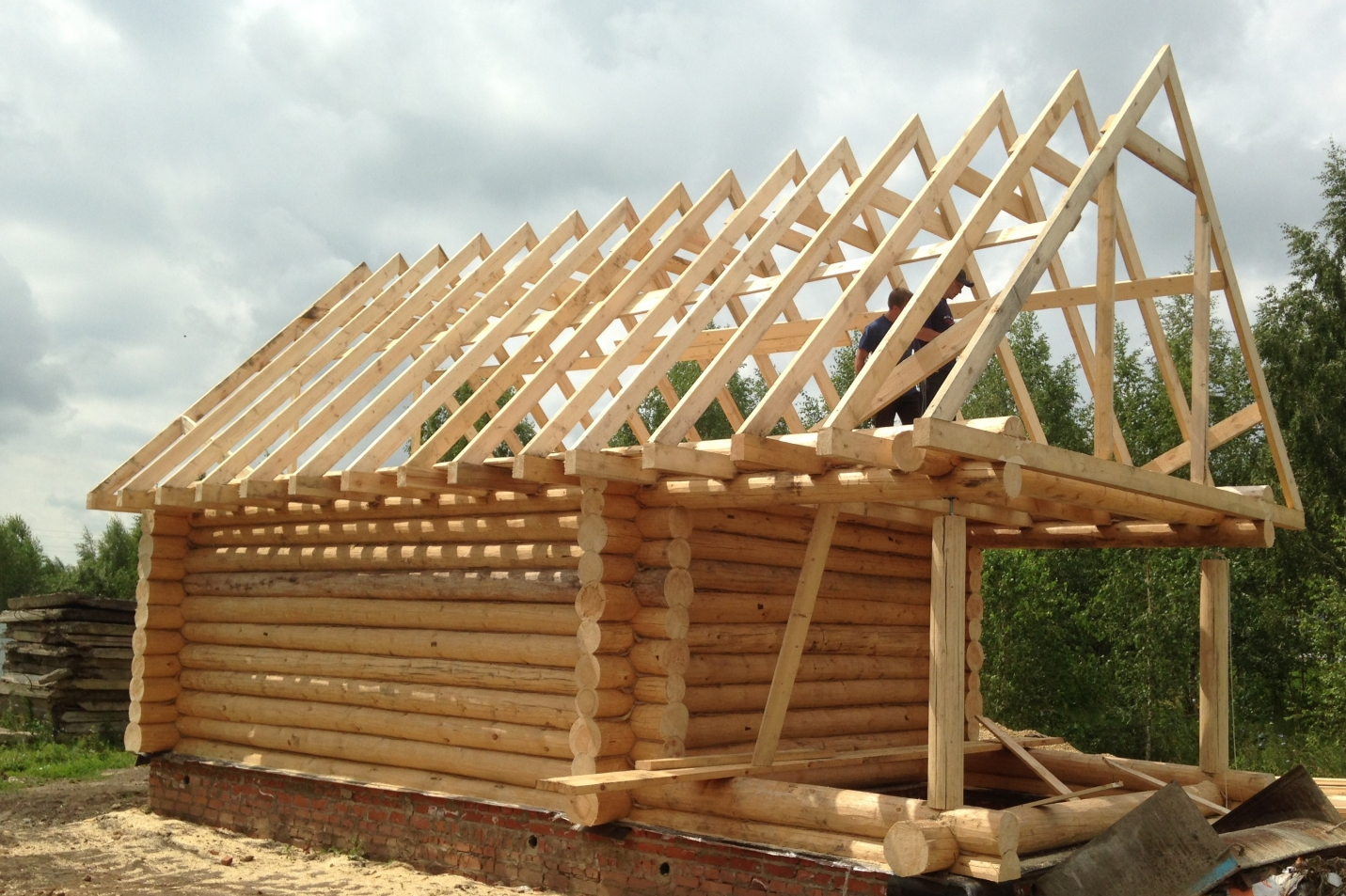 Стропильная система деревянном бани из бревна
