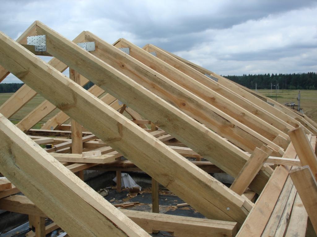 Стропильная система крыши дома из бруса