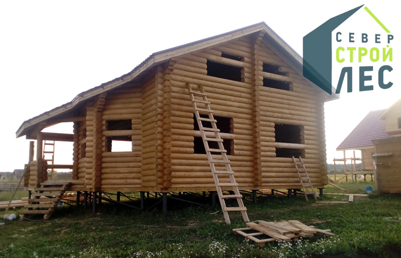 Усадка двухэтажного дома из оцилиндрованного бревна