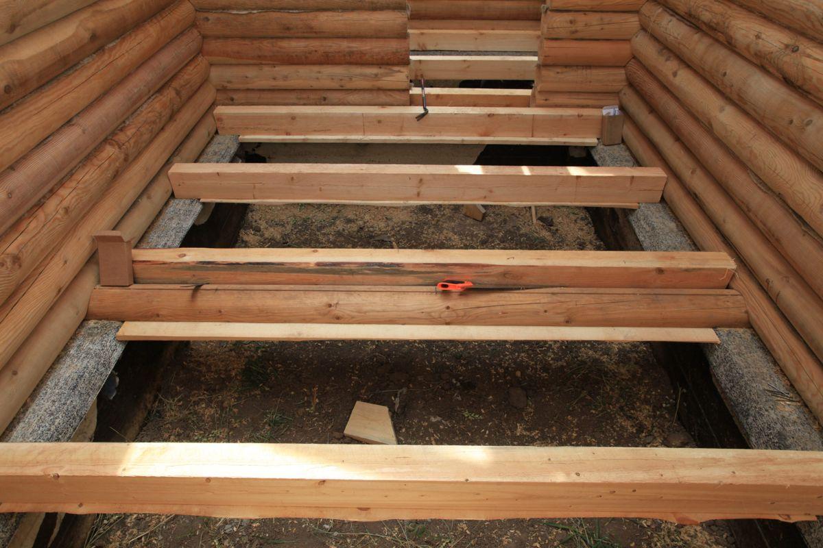 Укладка лагов пола в деревянном доме