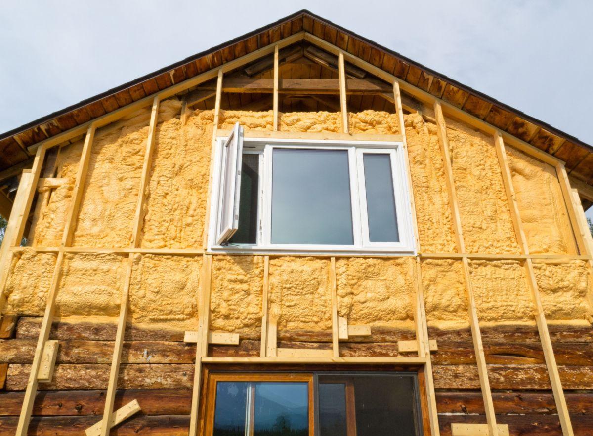 Утепление деревянного дома экватой