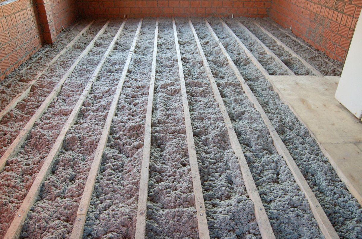 Утепление пола эковатой в деревянном доме
